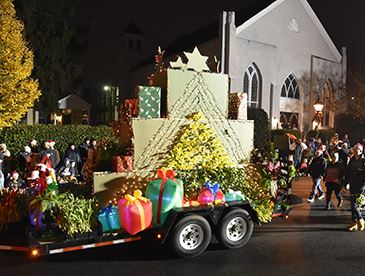christmas-parade-feature